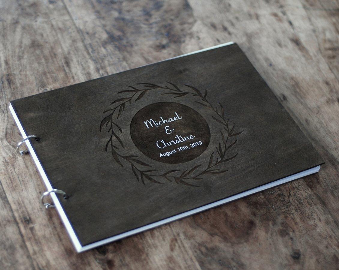 Viesu grāmata, A4 formātā, brūna ar gravējumu un/vai baltu apdruku
