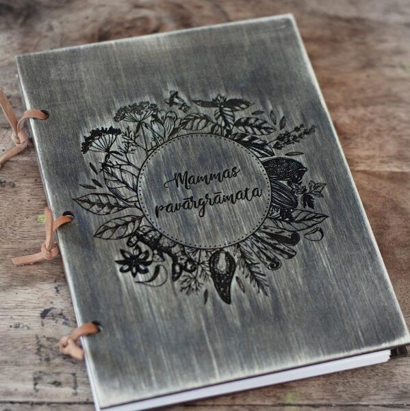 Personalizēta recepšu grāmata ar koka vākiem